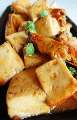 虾头炖豆腐的做法