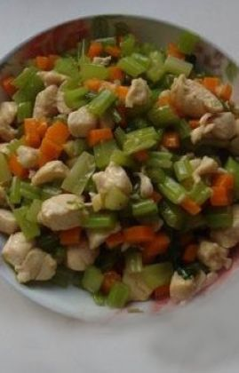芹菜鸡丁的做法