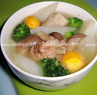 三鲜排骨汤的做法(营养价值)_三鲜排骨汤酸笋炒什么肉好吃吗图片