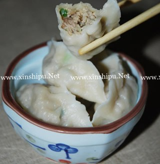 莲藕香菇猪肉饺子的做法