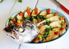 鲈鱼的营养吃法 清蒸开屏鲈鱼的做法