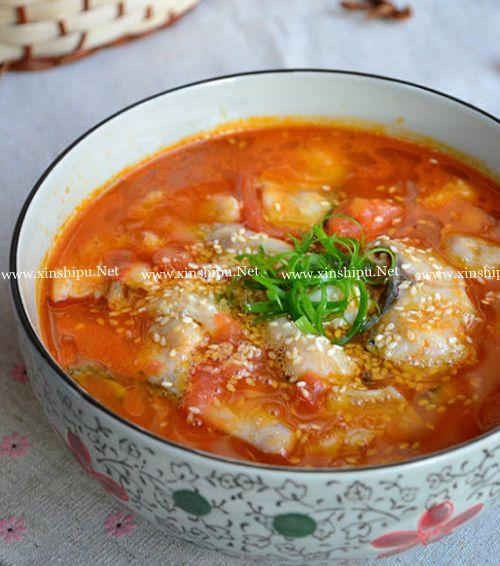 第4步酸爽开胃的水煮番茄鱼的做法图片