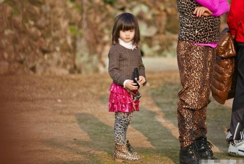 钟丽缇三女儿Cayla考拉照片 天然萌小仙女严紫凝萌化网友