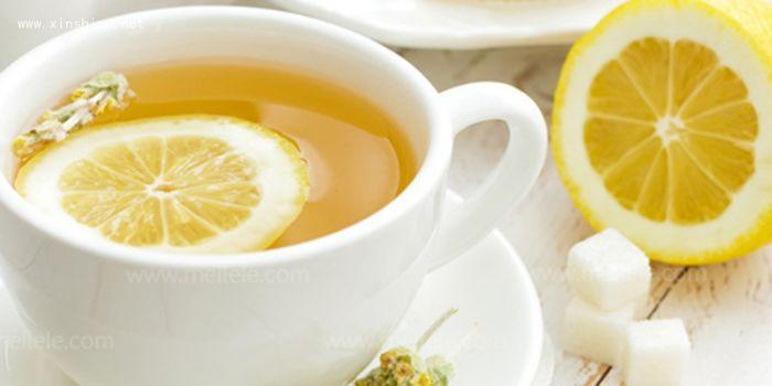 柠檬片泡水的方法_新鲜柠檬片怎么泡水鲜柠檬片泡水的功效_四